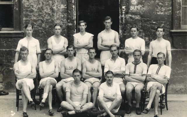 A team photo of The Queen's College Oxford Athletics team from 1933, with all members dressed in athletics vests, shorts and spikes