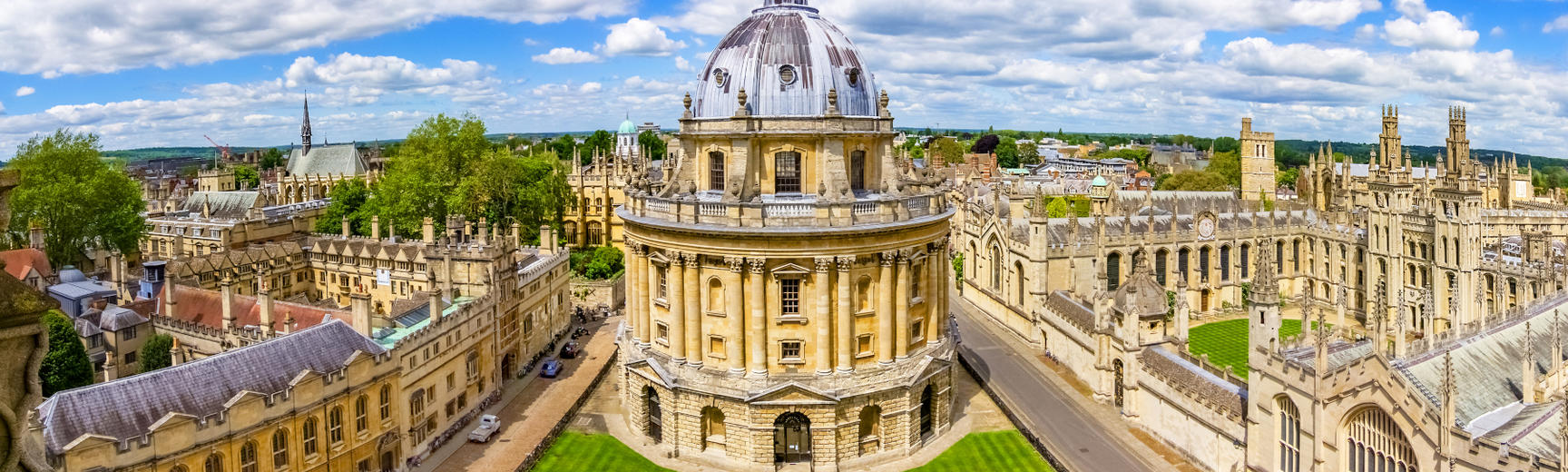 Daytime panorama of Oxford with the Radcliffe Camera to the foreground