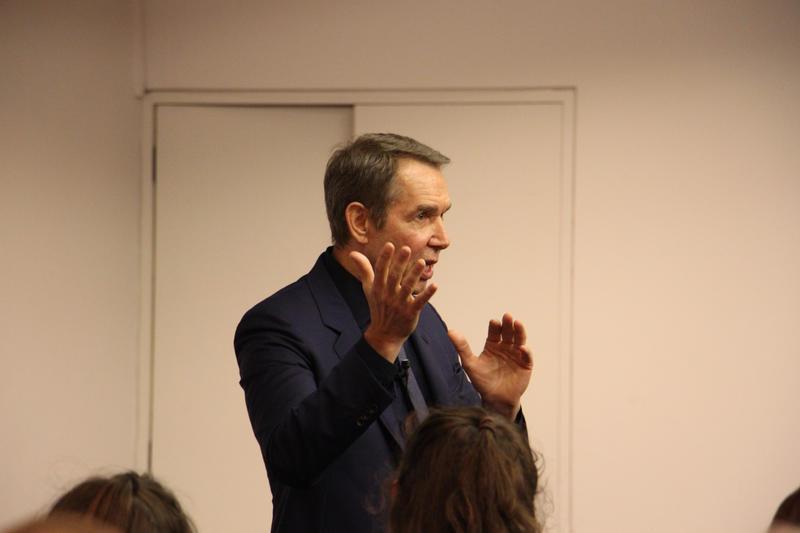Jeff Koons, stood speaking