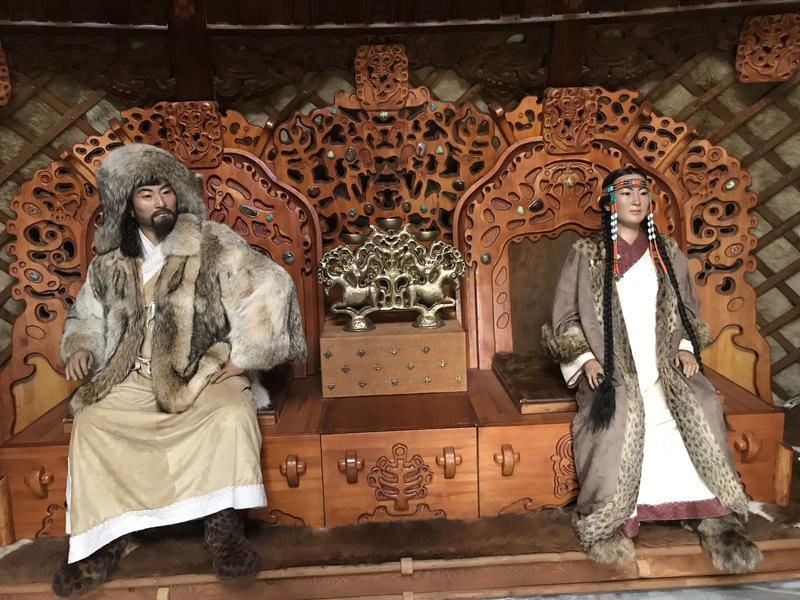Recreations of Genghis Khan and Börte, sat on thrones